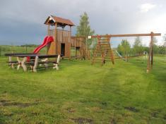 Dětské hřiště seskluzavkami ahoupačkami