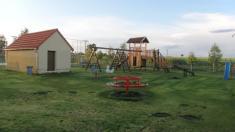 Pohled nanové dětské hřiště