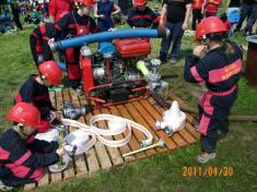 Soutěž mladých hasičů v požárním útoku ve Zbečně